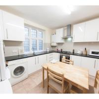 Spacious & Quiet 4BR Flat for 8 in Hampstead