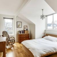 Spacious 3 Bedroom Home in North London w/Terrace