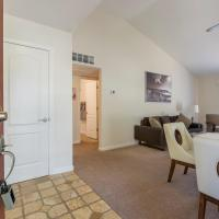 NEW! Beautiful, quiet and gated 2/2 near shops