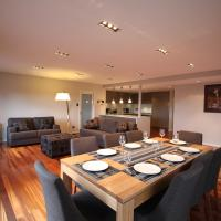 Sunny 3 Bedroom Apartment in Sandy Bay