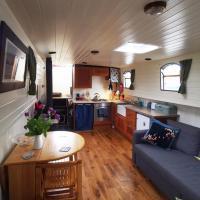 Roisin Dubh Houseboat