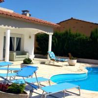 Casa con piscina privada al lado de la playa. Oral