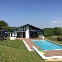 House Etcheverria : belle maison avec piscine à 15 minutes de biarritz