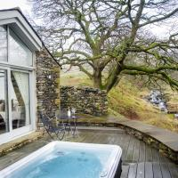 The Cow Shed - with hot tub