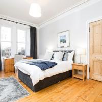 Beautiful, Traditional 2 Bedroom Main Door Flat