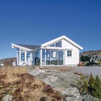 Three-Bedroom Holiday Home in Knarrlagsund