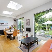 Five bedroom English home in Wimbledon / Wandsworth