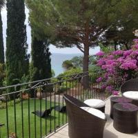 House Entre le bleu de la mer et les essences méditerranéennes , superbe propriété de 8 chambres les pieds dans l'eau