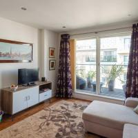 Lovely 1 Bedroom Home with Balcony - 4 guests!