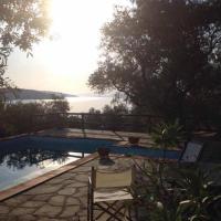 Villa Valia: Traditional Luxurious Residence