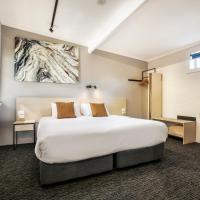 Nightcap at Colyton Hotel