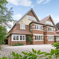 Luxurious 5 Bed Family Home in North Oxford