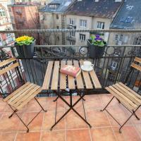 Sunny top floor balcony apartment near downtown