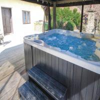 Three-Bedroom Holiday Home in Zalaujlak