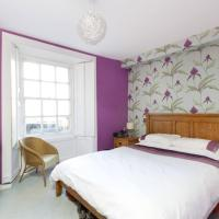 Heart of the New Town Sleeps 6