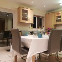 Romford 3 bedroom 2 bath house for 10 adults