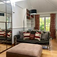 Quarters Living - Thorncliffe Town House