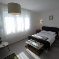 Mihailo's nice apartment next to lake