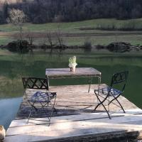 Haus direkt am Fluss im Jura