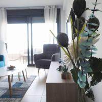 Cosy Beach Front Apartment - Heated Pool, Gym, Sauna, Outdoor Pools, Tennis Court