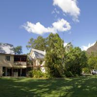 Glass House Mountains Ecolodge