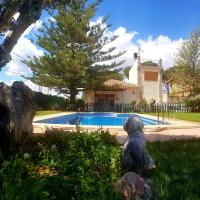 Authentic Villa with private swimming pool right next to the beach