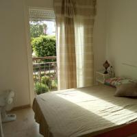 Dormitorio con cama de martimonio