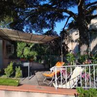 Maison de ville aux couleurs provençales.