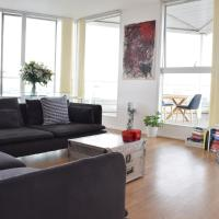 Stylish 3 Bedroom Apartment in Docklands