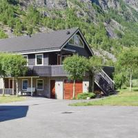 Four-Bedroom Holiday Home in Dirdal