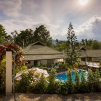 Private Poolvilla mit Wasserfall