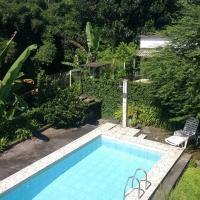 Casa pé de serra com piscina