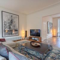 3 Bedroom Family House in Regents Park
