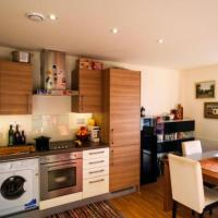 Homely 2 Bedroom Apartment in Bow
