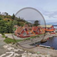 Four-Bedroom Holiday Home in Sjernaroy