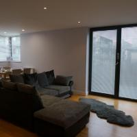 2 Bedroom Spacious Apartment - Close to Piccadilly Train Station / Edge of the Northern Quarter