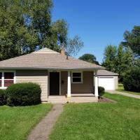 Ideal getaway walking distance to Notre Dame in South Bend!