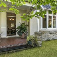 Raglan Holiday Cottage in Central Mosman
