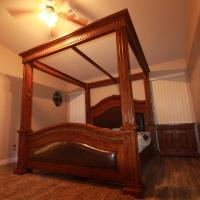 2 mil to Boca Park - King's Ornate Canopy Bed