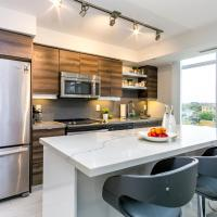 LUXURY CONDO IN ENT. DISTRICT 2BR+DIN 2BA+PARKING