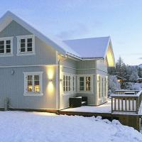 Three-Bedroom Holiday home in Laukvik 5