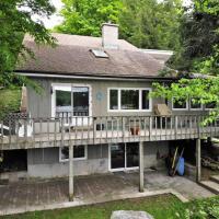 Diamond Lake Cottage - sleeps 6, Wifi, waterfront, private dock