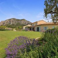 Les Baux de Provence Villa Sleeps 12 Pool