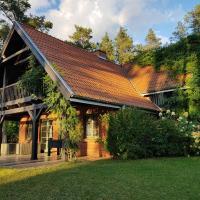 Pluski dom nad jeziorem