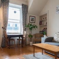SuperCentral! Cute homely flat just off Royal Mile