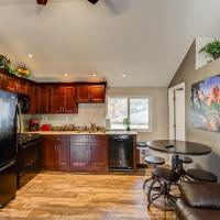 *H* NEW! Manitou Springs Downtown Retreat *