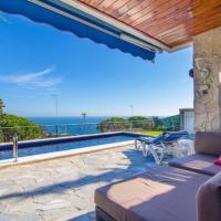 Lloret de Mar Villa Sleeps 5 Pool