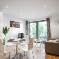 Central Apartment - Private Garden + Parking