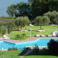 Manerba del Garda Apartment Sleeps 6 Pool Air Con