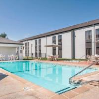 Clarion Inn & Suites Springfield
